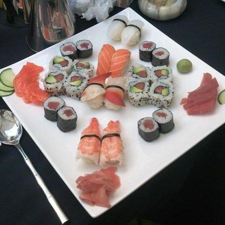 La Villa Sushi : mixed sushi plate