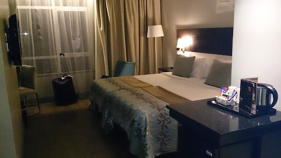 Eka Hotel Nairobi: twin bed room