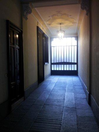 Hotel Panizza : Entrée immeuble