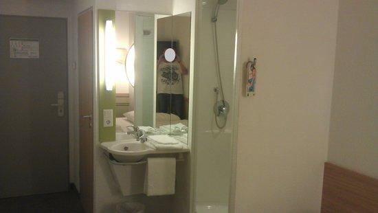 Ibis Budget Aachen Nord : Bathroom area