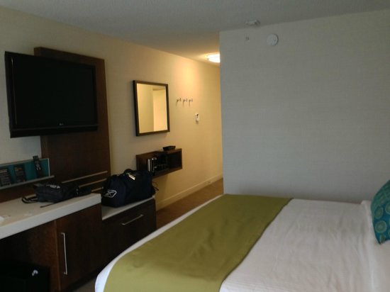 Delta Hotels by Marriott Kingston Waterfront: Part of the room