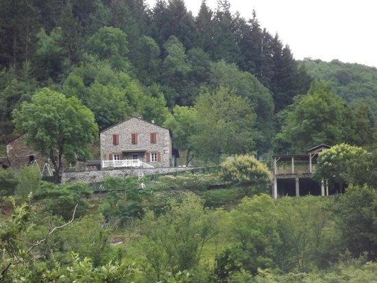 Gites de Thouy: Vue de l'autre côté de la vallée