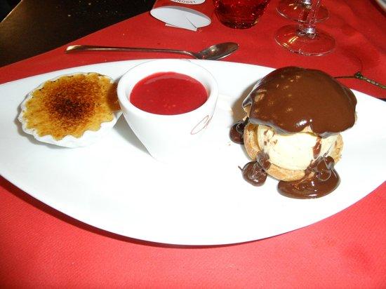 """Cafe Foutu : """"la gourmandise""""  crème brûlée, panacotta coulis de fruits rouge, profiterolle"""