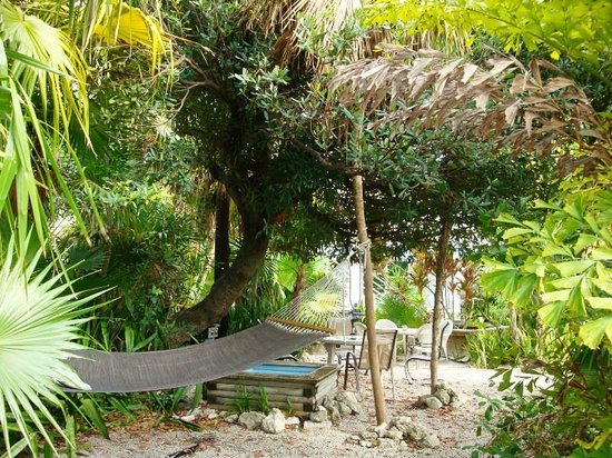 Captain Pip's Marina & Hideaway: relaxing area