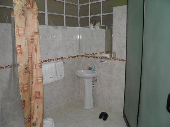 Suites Larco 656 : banheiro