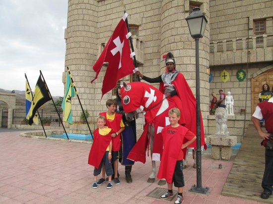 Castillo de San Miguel: Outside the Castle with the Red Knight