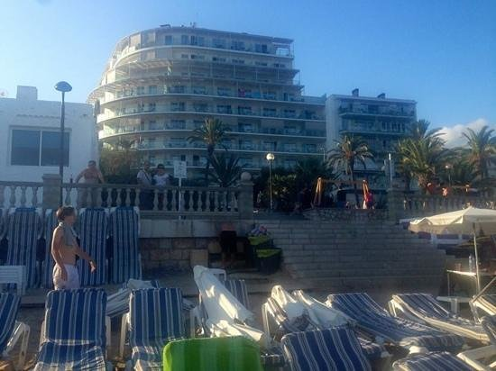 Hotel Calipolis: Right on the beach!