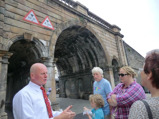 City Sightseeing Derry -  Tour: walking tour with George