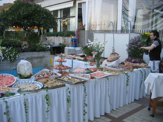Hotel Sirenetta: Festa di Ferragosto a bordo piscina
