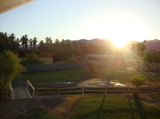 Furnace Creek Inn and Ranch Resort: View from room with sunset