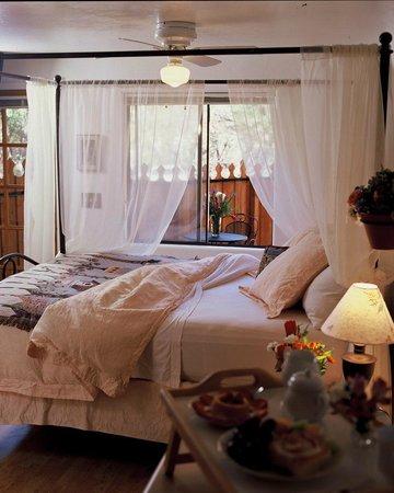 Chuparosa Inn Bed and Breakfast: Chuparosa Bed & Breakfast Inn Birdsnest Room