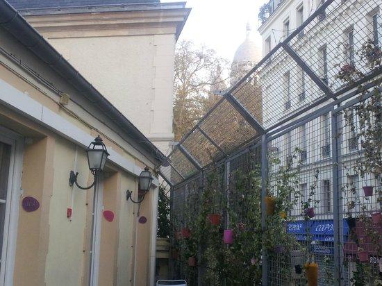 Le Village Hostel: Sacre Coeur seen at the terrace.