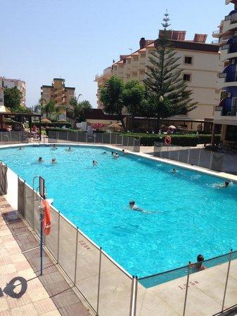 Hotel Monarque Cendrillón: Piscina compartida por 2 hoteles