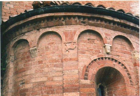 Rubiera, Italien: Formella medievale con toro fantastico