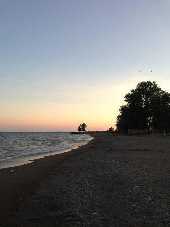 Wheatley Provincial Park : Sunset from the beach of Lake Erie