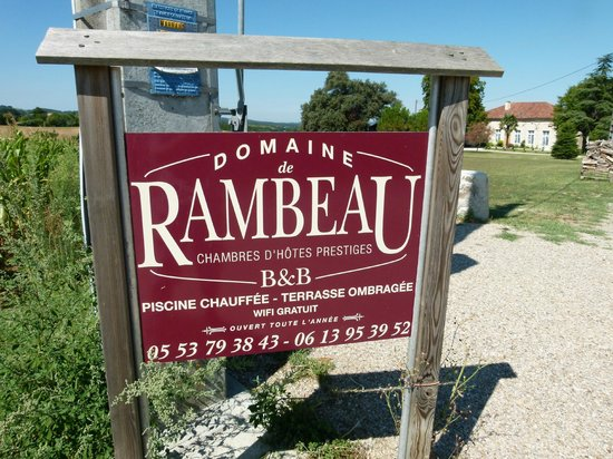 Domaine de Rambeau : The driveway leading to the property