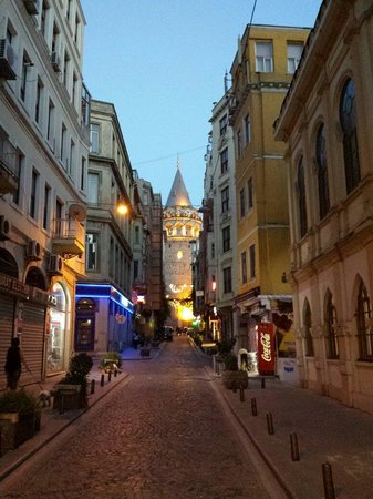 Galata Tower: Awesome place ... a must visit