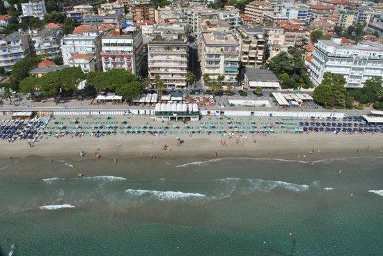 spiaggia - Picture of Bagni Lido, Alassio - TripAdvisor