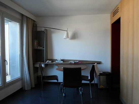 Adagio Annecy Centre : Dining area of apartment