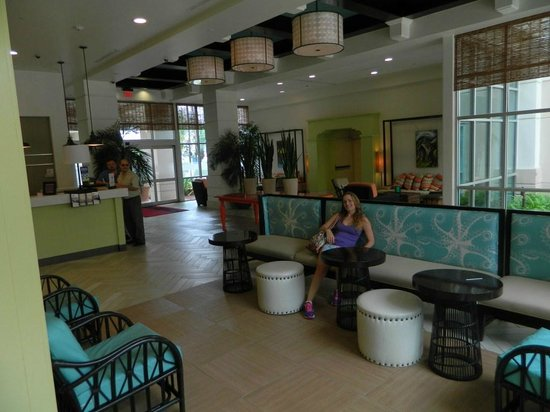Hampton Inn & Suites San Juan: Lobby y recepcion