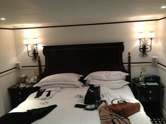 Hotel 41: room1