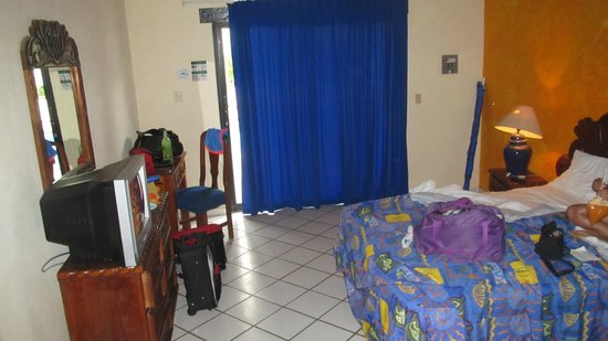 Vallarta Sun Suites & Hotel: cuarto frente a la alberca