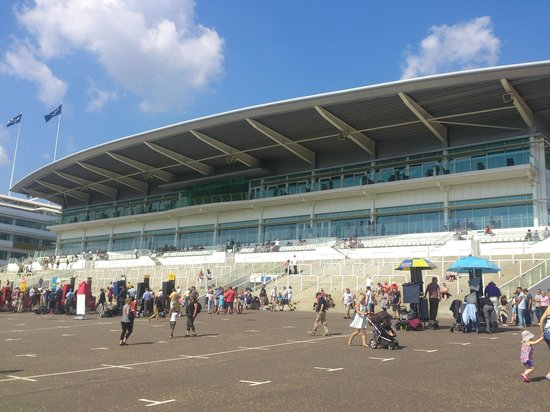 ‪Epsom Downs Racecourse‬