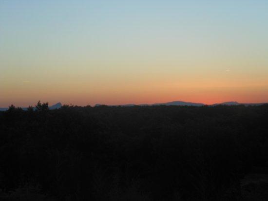 Résidence-Club Odalys Domaine le Mas des Vignes : coucher de soleil vu de l'amphithéatre