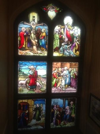 Ascot House Hotel Harrogate: Stained glass window at Ascot House