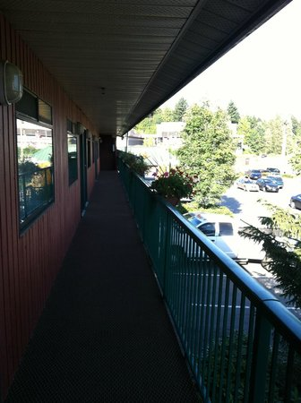 BEST WESTERN Bakerview Inn: view of the landing looking east