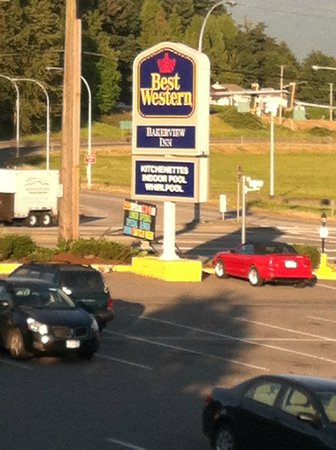 Best Western Bakerview Inn: View from the parking lot