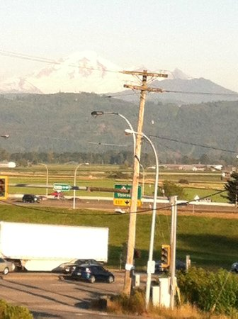 Best Western Bakerview Inn: View of the mountains to the south and east