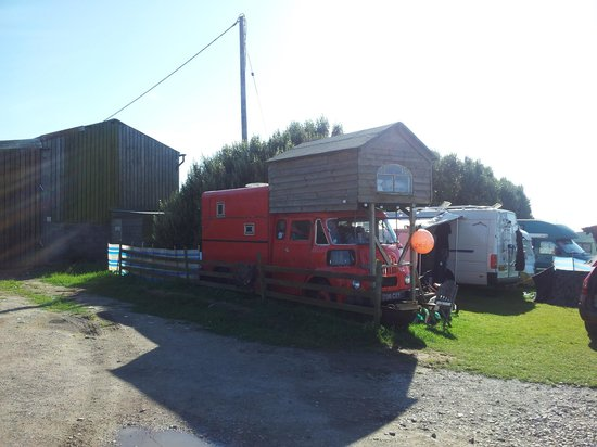 Trevedra Farm Caravan and Camping Site: super camper ;-)