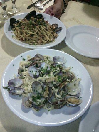 Costa Marittima : tagliolini alle vongole e spaghetti ai frutti di mare