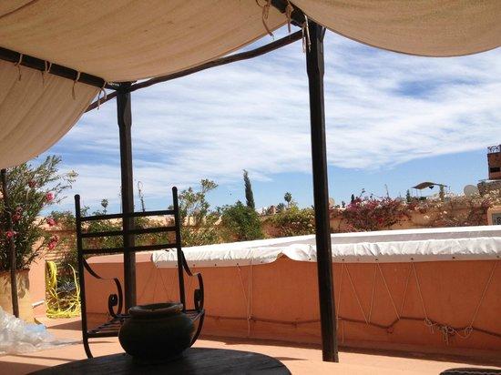 Riad Lalla Bahia : terrasse avec vue sur l'atlas