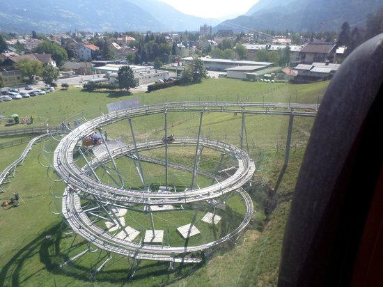 Lienzer Bergbahnen/ Osttirodler Alpine Coaster: discesa dello slittino vista dalla ovovia