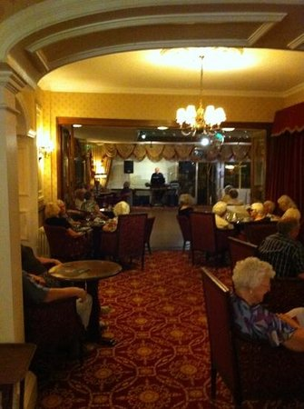 Livermead House Hotel: as bad as it gets, singalong with the organ man