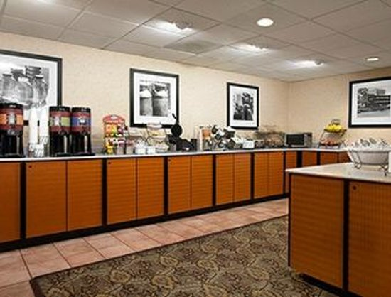 Days Inn & Suites Albuquerque North: Complementary Deluxe Breakfast