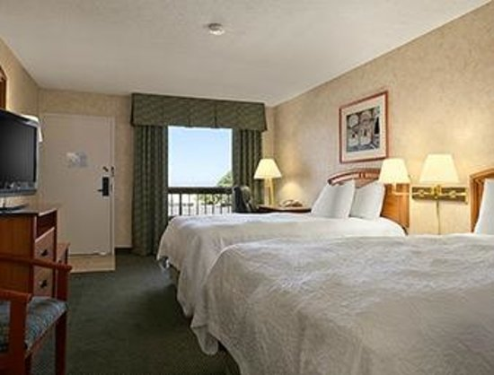 Days Inn & Suites by Wyndham Albuquerque North: Upgraded 2 Bed Guest Room