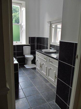 Hedgefield House Hotel: bathroom