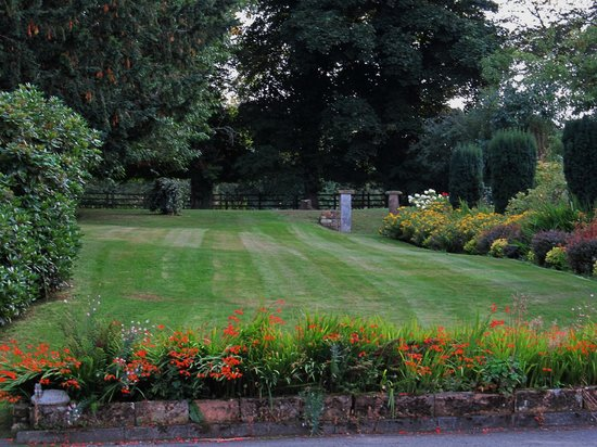 Hedgefield House Hotel: grounds