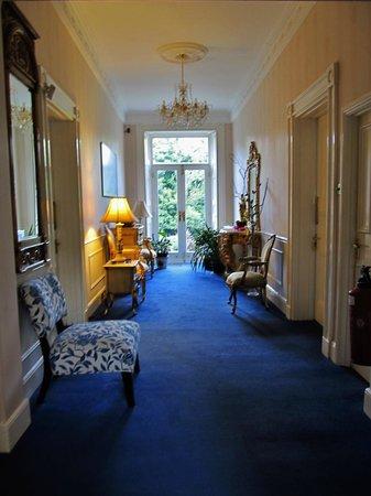 Hedgefield House Hotel: hallway