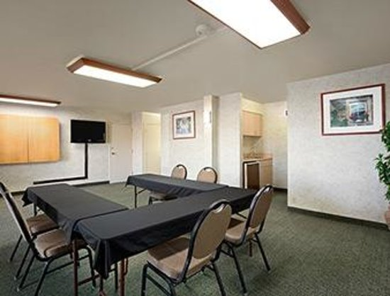 Days Inn & Suites by Wyndham Albuquerque North: Meeting and Conference Room