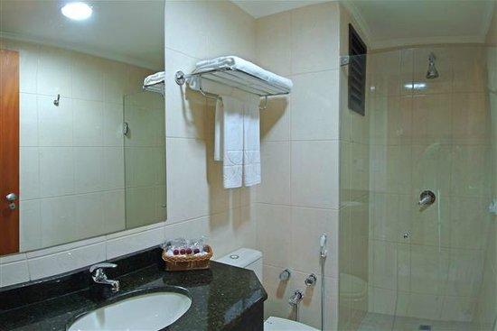 Copas Executive Hotel: Banheiro apartamento