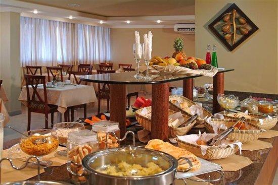 Copas Executive Hotel: Café da manhã