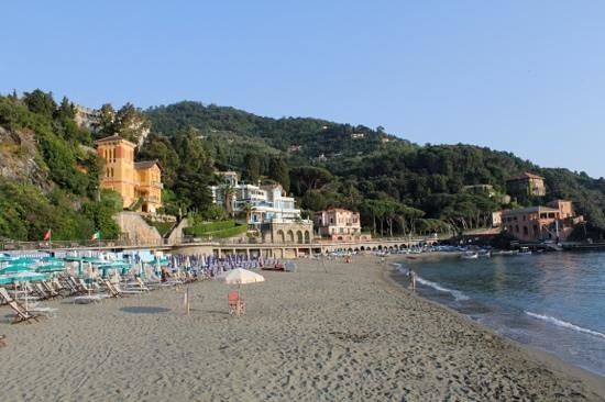 Agriturismo L'Erba Persa: Hit the beach of Levanto in the late evening for a beautiful view practically nobody around. Pac
