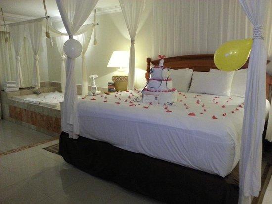 El Dorado Sensimar Riviera Maya: Birthday cake and decorations