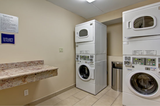 Best Western Plus Toronto North York Hotel & Suites: On Site Laundry Facility