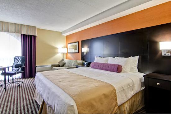 Best Western Plus Toronto North York Hotel & Suites : King Suite