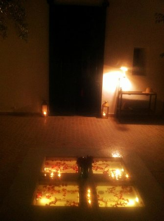 Riad Magellan Yoga: Courtyard by night